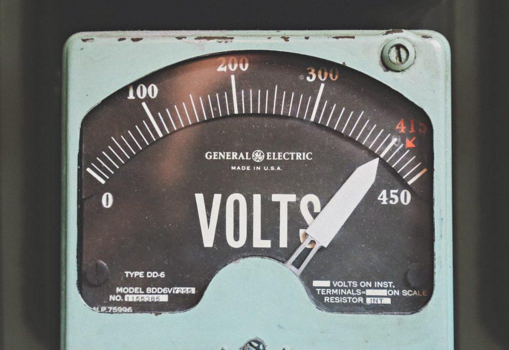 ancien-compteur-electrique-volts